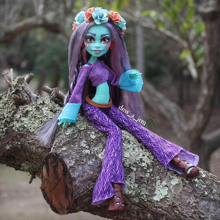 "568 Likes, 3 Comments - Cori The Dolly Nut (@dms_a_jem) on Instagram: ""Groovy baby!!! #monsterhigh #monsterhighdoll #monsterhighdolls #monsterhighcustom #honeyswamp #doll…"""