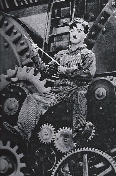 Charlie Chaplin in Modern Times c.1936. S) Pensamos demasiadamente e sentimos muito pouco. Necessitamos mais de humildade que de máquinas. Mais de bondade e ternura que de inteligência. Sem isso, a vida se tornará violenta e tudo se perderá.