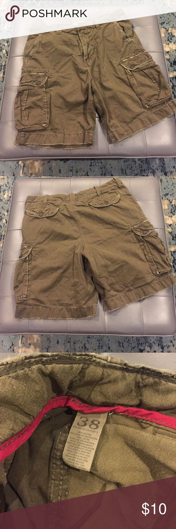 American Eagle cargo shorts green American Eagle cargo shorts in a utility green, perfect condition! American Eagle Outfitters Shorts Cargo