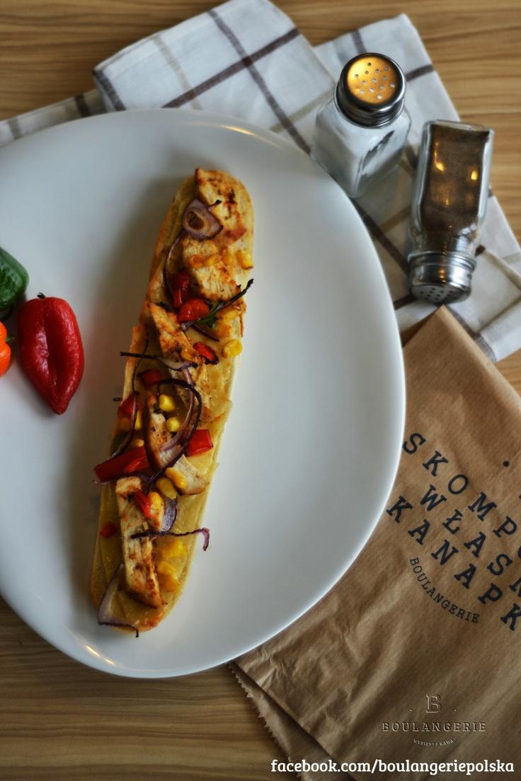 Kurczak – ser, kurczak, cebula, papryka, szczypiorek, kukurydza. 9 zł