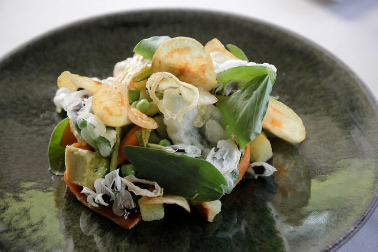 Broadbean salad with tops and flowers