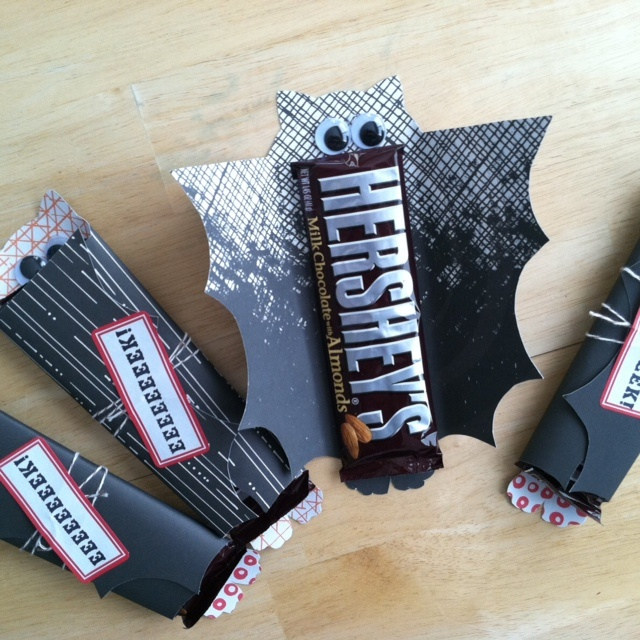Cute idea for gifts for my kids, since my school doesn't do scary.  Works great with the Stellaluna Movie!