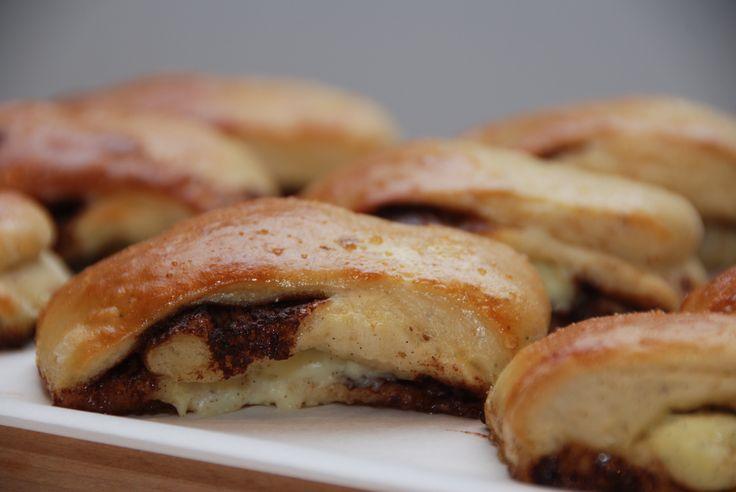 Kanelgifler med remonce og lækker kagecreme - opskrift med billeder