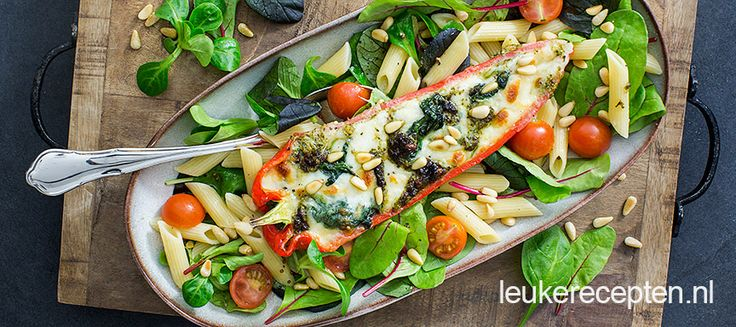 Salade met gevulde puntpaprika