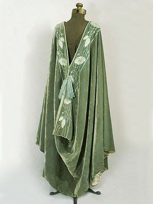 Staggeringly beautiful Art Nouveau coat from the 1910s.  I first saw this a few years ago and I still want it just as bad.