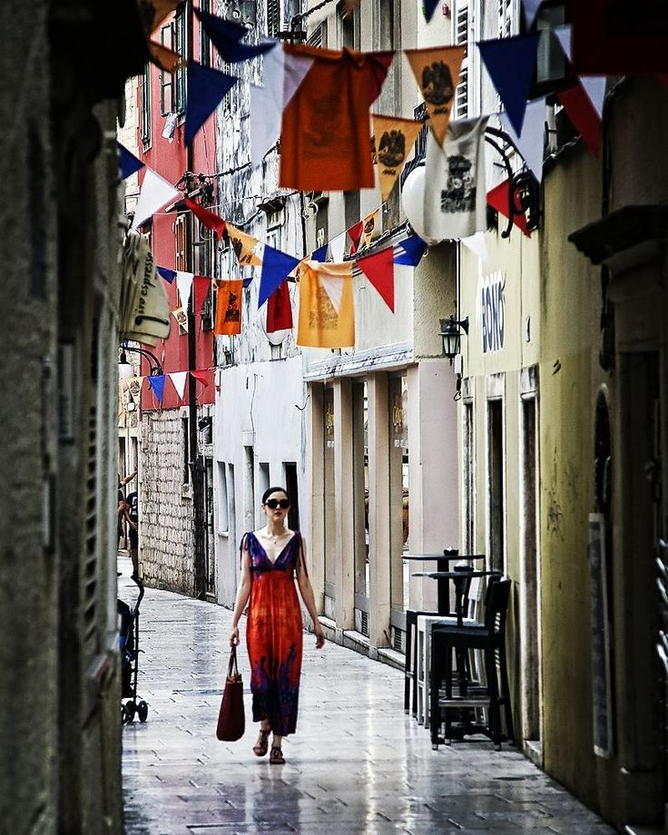 Colours  #igerscroatia #igershrvatska #croatia #hrvatska #sibenik #igerssibenik #ig_europe #ig_shotz #vscocam #vscoeurope #vsco #instadaily #photooftheday #instagramers #instagood #dress #sukienka #street #streetphotography #canon #fotografiauliczna #ulica #chorwacja #colours