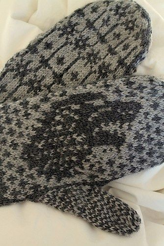 Direwolf Mittens. Carly Hill. Knitted mittens. Free pattern Ravelry. 5 ply x…