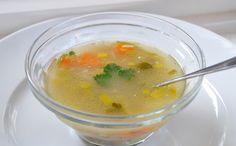 Geen soep van een blokje! Deze oud Hollandse kippensoep maak je van bouillon, getrokken uit soepkip en runderschenkelvlees. Echt krachtvoer!