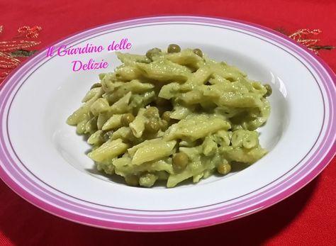La pasta con crema di fagiolini e piselli è un delicato primo piatto, molto fine, semplice ma di sicuro effetto, si può usare del grana o del pecorino .