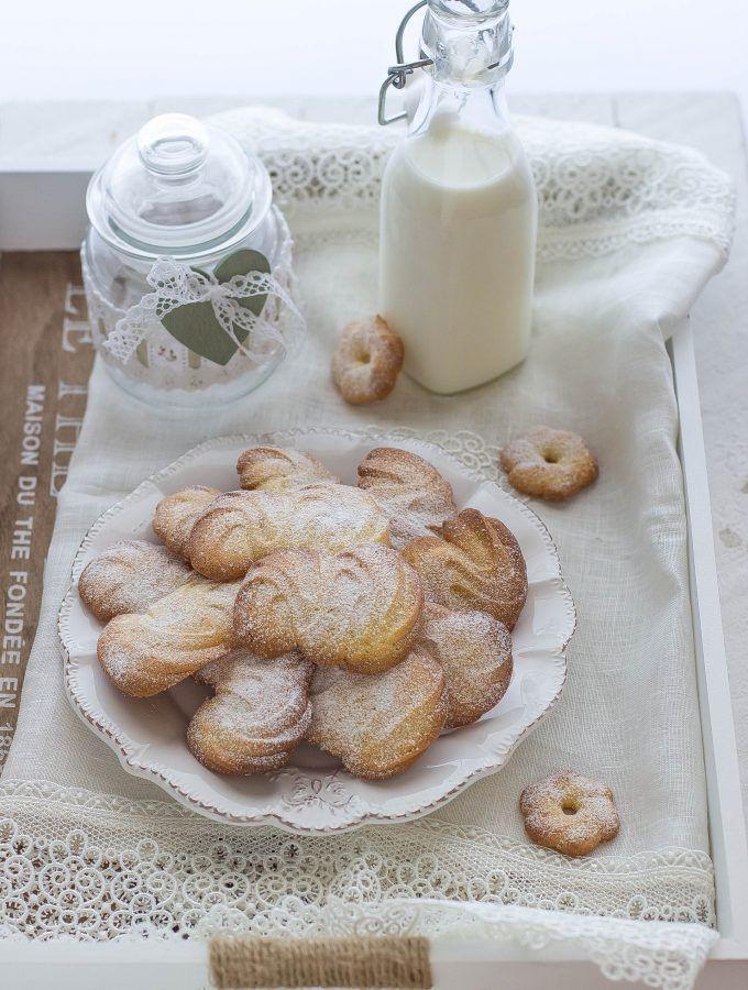Biscotti di frolla montata http://www.labottegadelledolcitradizioni.it/2016/09/biscottini-di-frolla-montata.html