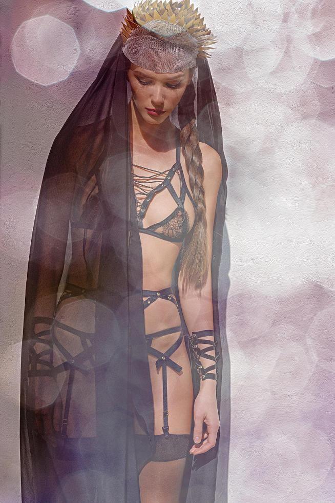 Lustful bra, knicker, suspender & cuffs by Ludique