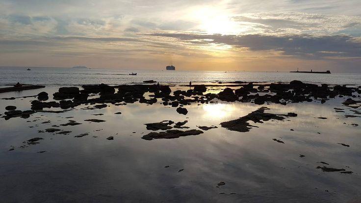 Livorno ferita. Livorno amata. Di mare e di vento ci sei culla.  Forza!  #livorno #toscana #tuscany #mare #sea #seaside #sunset #riflessi #igerslivorno #igerstoscana #igersitalia #instamoment #instalife #instamood #l4l #like4like #likeforlike #volgolivorno #volgotoscana #volgoitalia