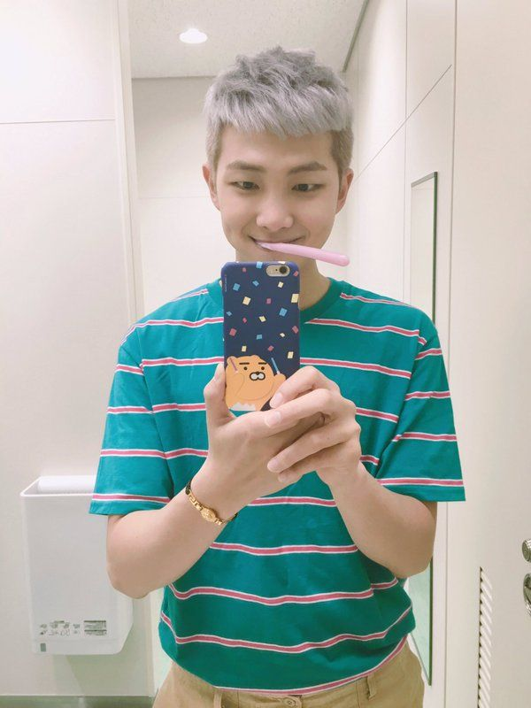 Rap Monster ❤ 아미밤 합성해주세요 / Please photoshop ARMY bombsticks (over the bears light sticks) HES SO CUTE AHAHA #BTS #방탄소년단