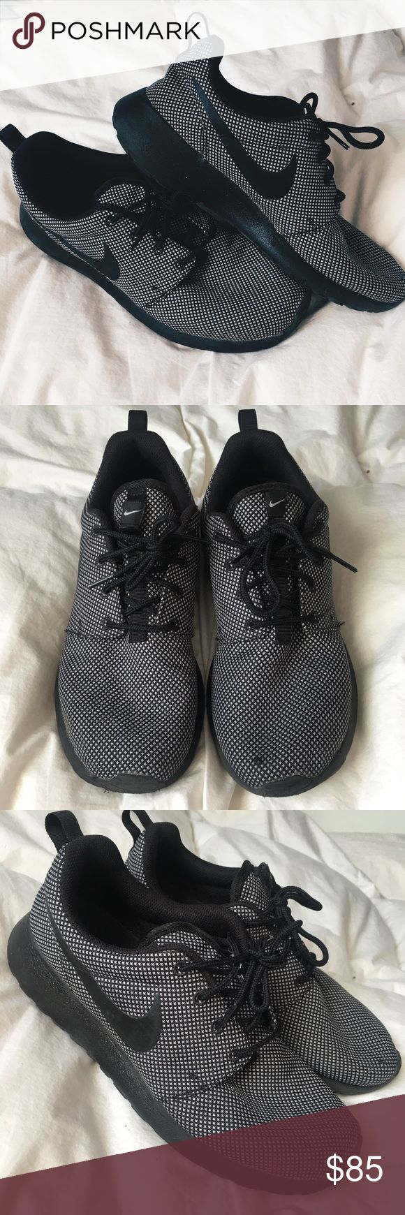Nike Roshe Black Gray Size 8 Nike Roshe Size 8 Yeezy inspired style. So cute comfy and looks awesome with everything. Good for the gym or casual. Gently used pictures show condition. Originally 135$ 🖤🖤 Nike Shoes Sneakers