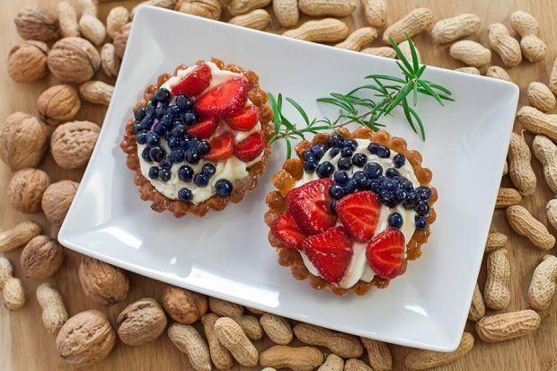 Kruche ciasteczka z masą serową i owocami