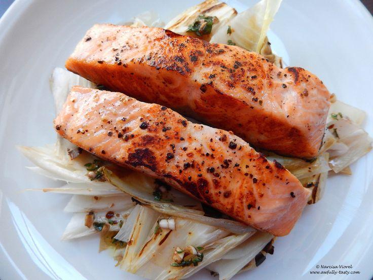 Somon și andive la grătar.  Grilled salmon and endives.