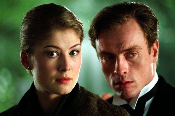 Meurs un autre jour (2002) Rosamund Pike & Toby Stephens
