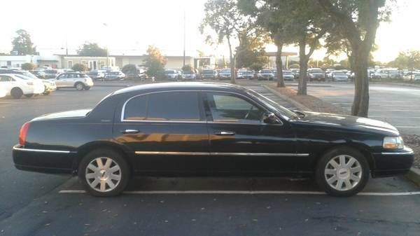 2003 Lincoln Town Car Executive L Clean Title Runs Good