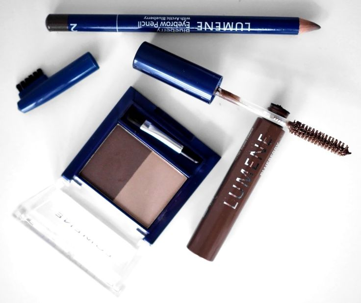 Blogger Uino/Hooked on fashion uses Lumene Blueberry Eyebrow Powder, Eyebrow Pencil and Shaping Wax to groom her beautiful arched brows. #eyebrows #lumene