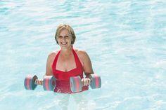 Abnehm- und Fitness-Tipps für Frauen ab 50  - Ab 50 tickt der Körper anders. Doch wenn Sie einige Tipps beherzigen, können Sie auch jetzt schlank und fit bleiben oder sogar abnehmen.