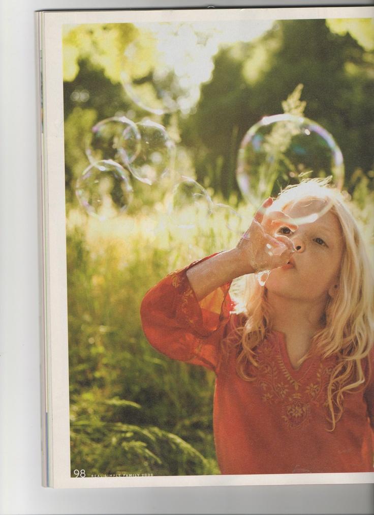 bubbles: Kids & Parenting, Make Soaps, Soaps Bubbles, Girls Generation, Flowers Girls, Girls Blowing Bubbles, Families, Balloon Animal, Kids & Parents