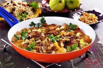 Härligt kryddig gryta med fläskfilé. Jordnötter på toppen gör det lilla extra!