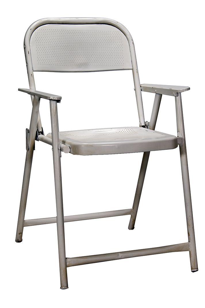 Imagen de las sillas plegables metálicas Native blancas.