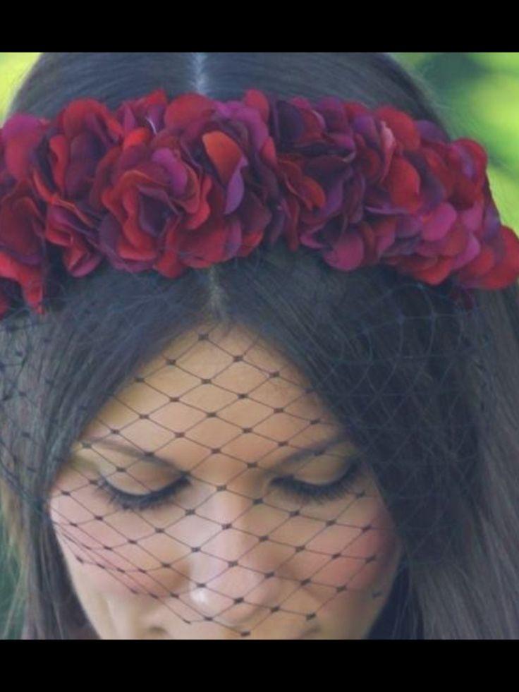 Nana golmar, corona de flores con velo. Un toque especial
