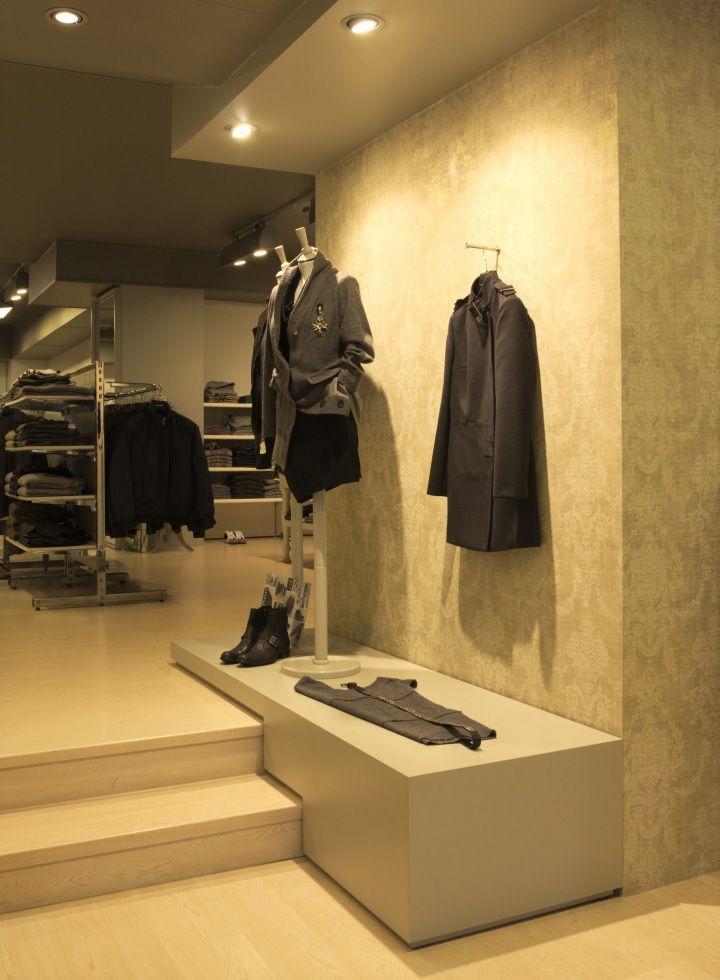 Stefan Store By Andrea Gaio Conegliano Italy Retail Design Blog