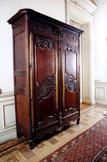 Armario Normando del siglo XVIII en Villa Ocampo. http://www.villaocampo.org/web/content/muebles-y-arte
