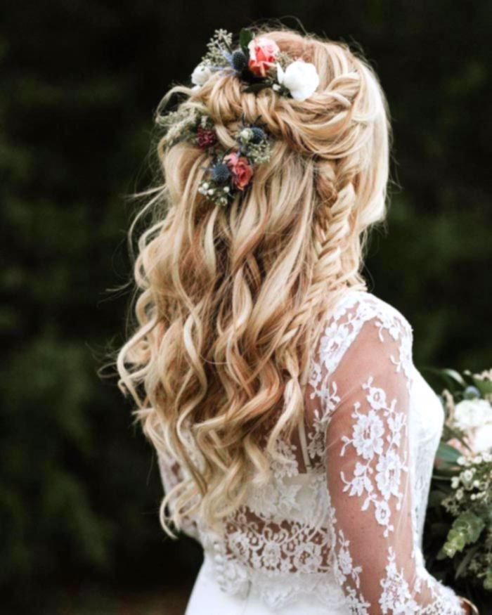 Bohemian chic curly wedding hairstyle, country wedding ...