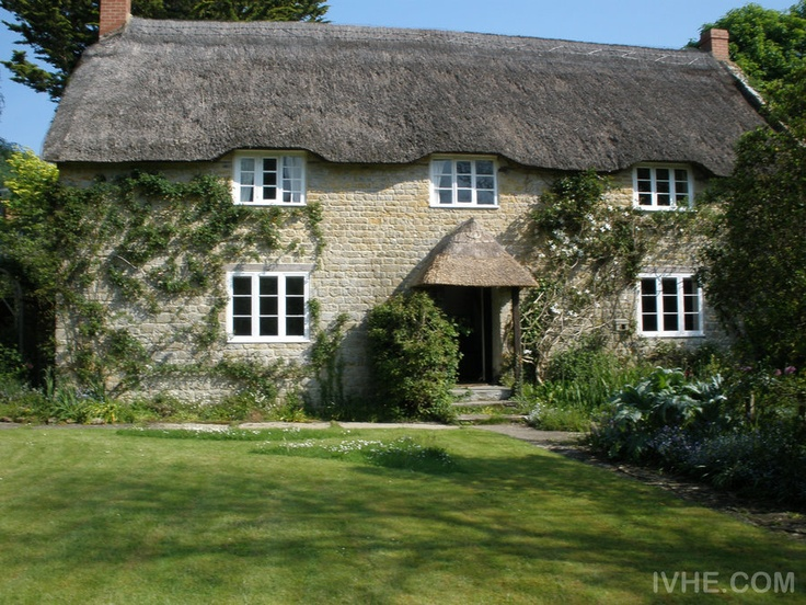 #Homeexchange #UK- Dorset, Luxury 18th Century Thatched Village House CLICK here for details: http://www.ivhe.com/property/listing0437.php