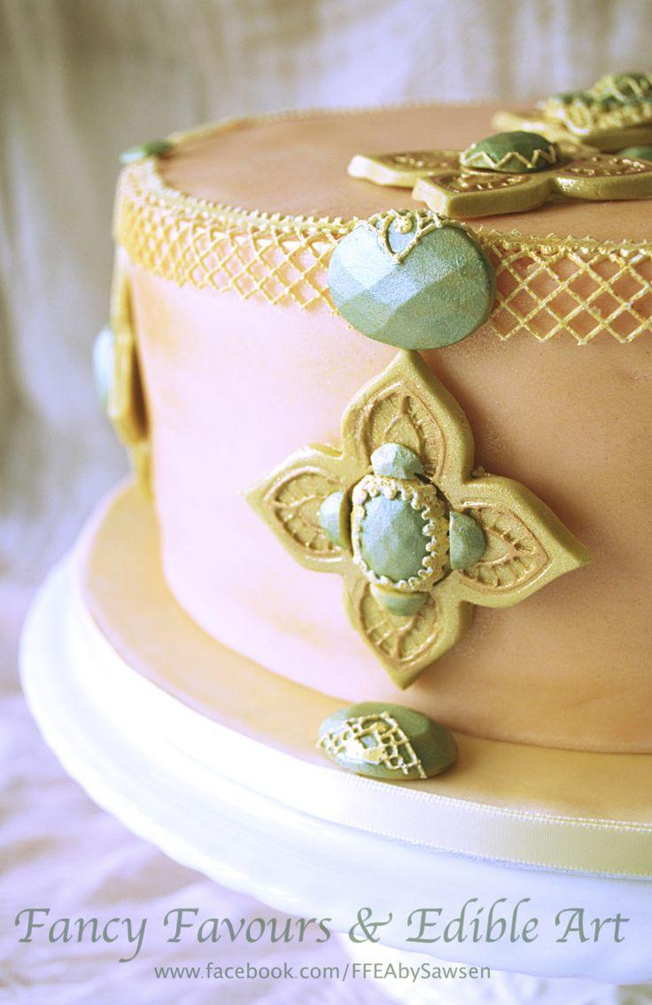 Jewellery inspired cake | Fancy Favours & Edible Art -- #vintage #peach #gold #teal #jewellery #jewelry #lace #elegant #cake #occasion #ornate #baroque #rococo #customcake #wedding #weddingcake