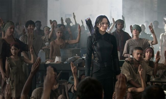 #JenniferLawrence as #KatnissEverdeen Behind the Scenes of #Mockingjay Part 1' With #TheHungerGames Exclusive http://www.panempropaganda.com/movie-countdown/2014/9/15/behind-the-scenes-of-mockingjay-part-1-with-the-hunger-games.html/