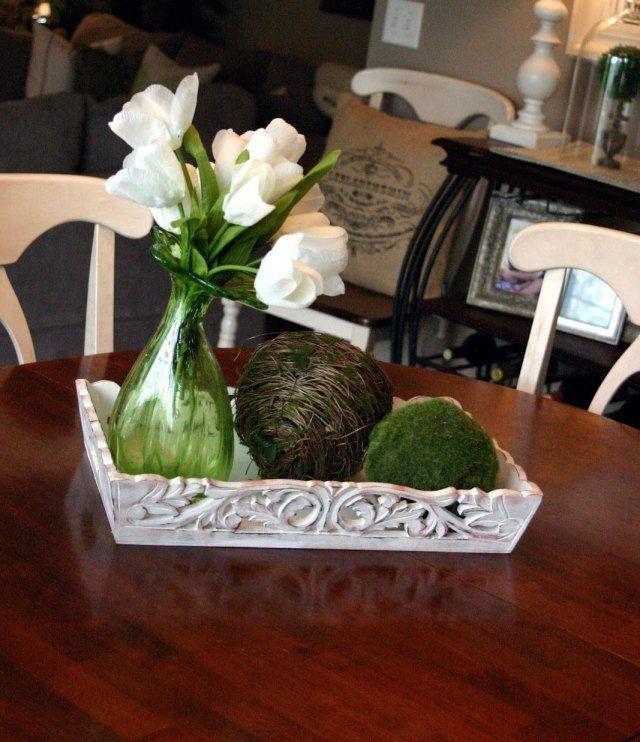 frühlingsdeko haus moos kugel holz tablett weiße tulpen