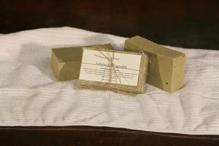 Pastilla de aceite de oliva con azufre, para afecciones de piel como el acné, psoriasis o sarna.