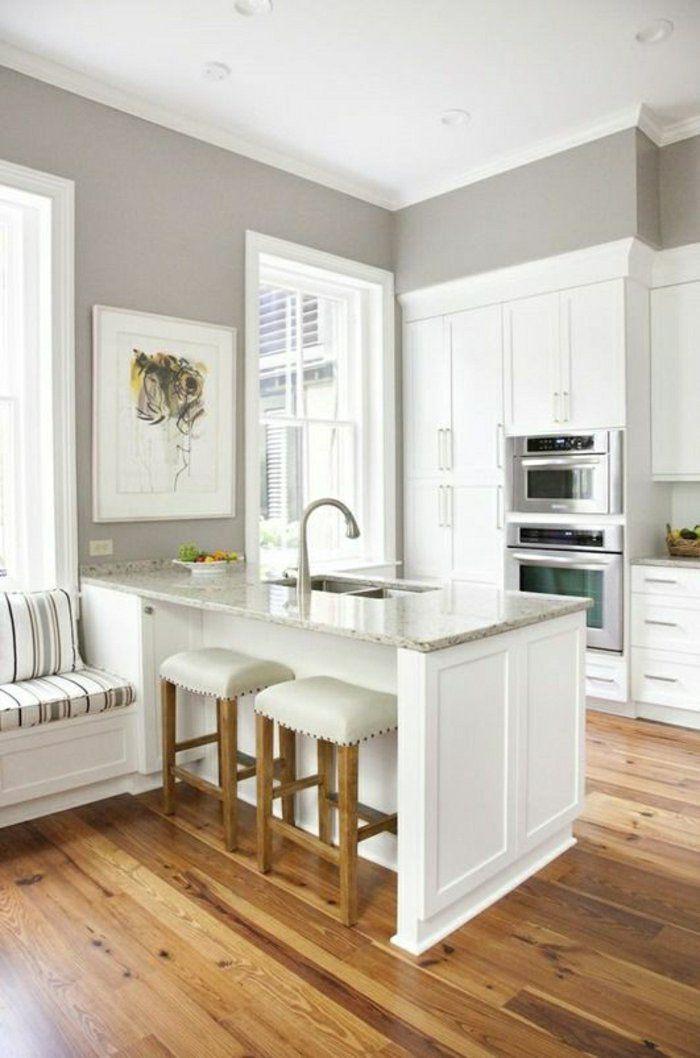 tabourets de bar en cuir blanc et bois, murs gris, cuisine, meubles de bar, cuisine bar