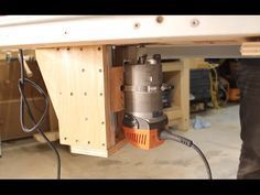 Socket driven router lift - mounted on the outside of lift. Combine with a tilt mechanism?