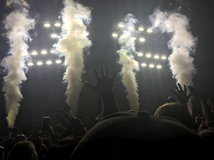 ITAP of smoke at a G-Eazy concert