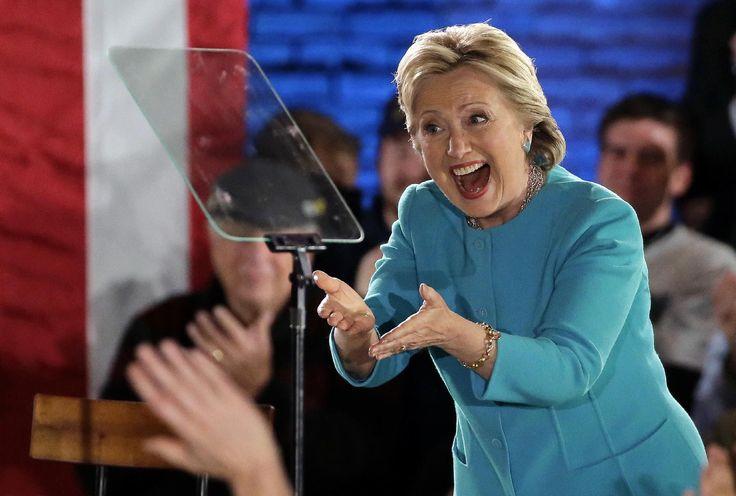 """PITTSBURGH, Pennsylvania, EE.UU. (AP) — Disipada la sombra que tendió el FBI sobre la campaña electoral, Hillary Clinton prometió el lunes construir un Estados Unidos """"generoso"""" sobre las ruinas de una campaña caracterizada por su acritud. Donald Trump dijo a sus seguidores que es la última"""