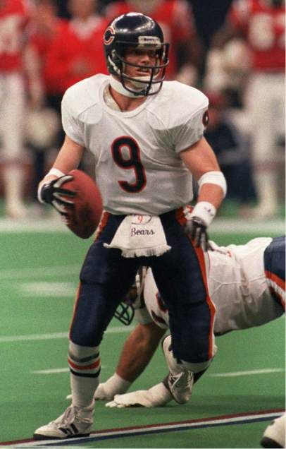 Chicago Bears quarterback Jim McMahon eludes New England Patriots defenders during Super Bowl XX in New Orleans, Jan. 26, 1986.