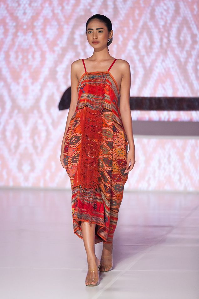 From a trending fashion show #fashion #Indonesianfashion #style http://livestream.com/livestreamasia