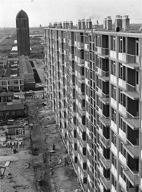 Wijk Overvecht in opbouw 1965: Dommeringdreef met de Watertoren (gebouwd in 1934) aan de Neckardreef