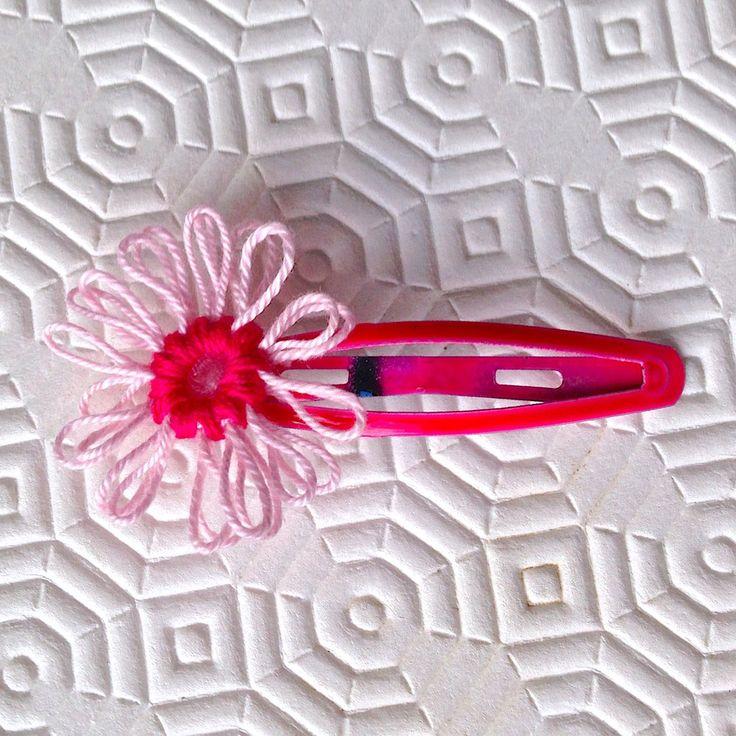 Mollettina per capelli fucsia con margherita rosa e fucsia in cotone, fatta a mano , by La piccola bottega della Creatività, 3,50 € su misshobby.com