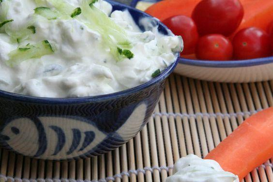 Tzaziki. Hét recept van manlief. Ik verklap ook geheime tips. Altijd een hit deze dip. Recept > www.lekkeretenmetlinda.nl
