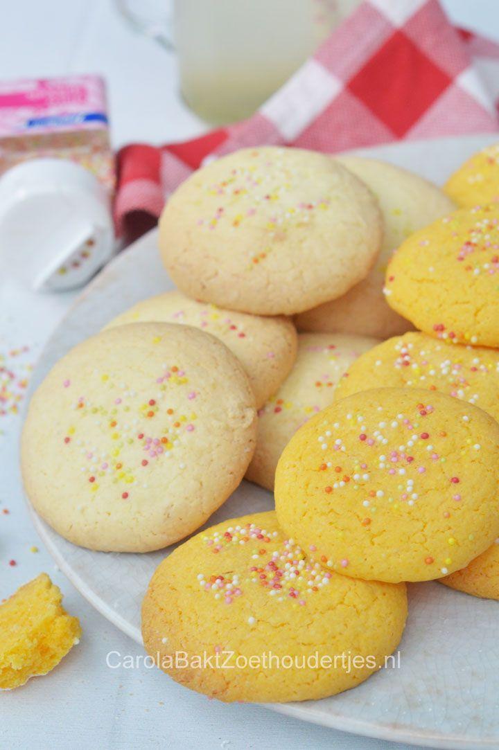 Zo maak je de lekkerste Surinaamse maizenakoekjes of custardkoekjes. Net wat je lekker vindt.  Corncookies and custardcookies from Suriname.