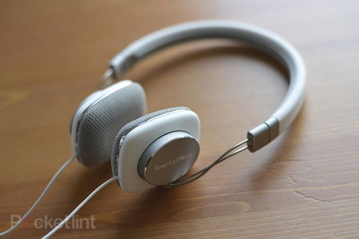 Bowers and Wilkins P3 http://www.pocket-lint.com/news/125552-best-headphones-2013-the-best-on-ear-and-over-ear-headphones-available-to-buy-today