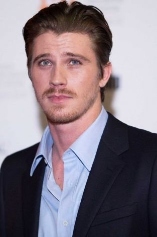 He is the only guy I actually like with facial hair lol