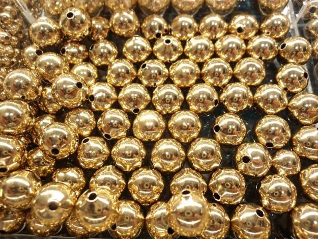 Bola lisa dorada de fantasía económica  para armar bisutería,  paquete con 250 gramos $80, paquete x kilo $280, tamaños: 8mm 6mm, 5mm, 4mm, 3mm.