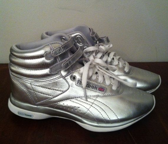 reebok shoes used in she was pretty drama youtube